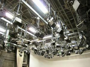 NHK スタジオの天井照明器具