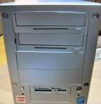 Twotop PC: 5インチベイの凹み 正面から