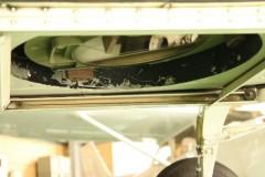 川崎航空: 航空写真カメラ用の穴: プログラムAE 1/60sec F5.6 評価測光 EV+0 ISO1250 53mm EF-S18-55mm WB:日陰