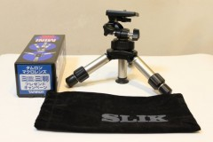 SLIK コンパクトシリーズ三脚「ミニ」: プログラムAE 1/30sec F4.5 評価測光 EV+2/3 ISO1600 34mm EF-S18-55mm WB:AWB