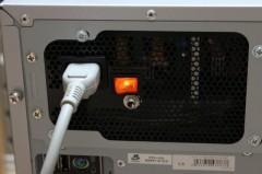 Twotop PC: Acbel 750W 静音電源の電源ランプ