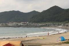 城崎海水浴場: 海岸線: プログラムAE 1/320sec F9.0 評価測光 EV+0 ISO100 55mm EF-S55-250mm WB:くもり PS:風景