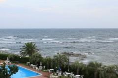 城崎海水浴場: 高波: 絞り優先AE 1/50sec F8.0 評価測光 EV+1/3 ISO250 40mm EF-S18-55mm WB:AWB PS:風景