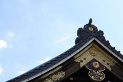 靖国神社: 拝殿の瓦屋根: 絞り優先AE 1/160sec F7.1 評価測光 EV-1/3 ISO100 79mm EF-S18-55mm WB:風景