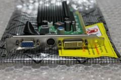 Winfast PX8400 GS TDH: VGA, DVI