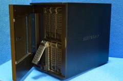 ReadyNAS Ultra 6 Plus RNDP600U: HDD ベイのドアを開けたところ