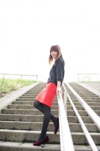 m-Gra: 小菅: 階段で見上げる