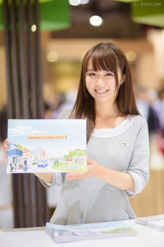 東京モーターショー 2015: 女性コンパニオン: ダイハツ