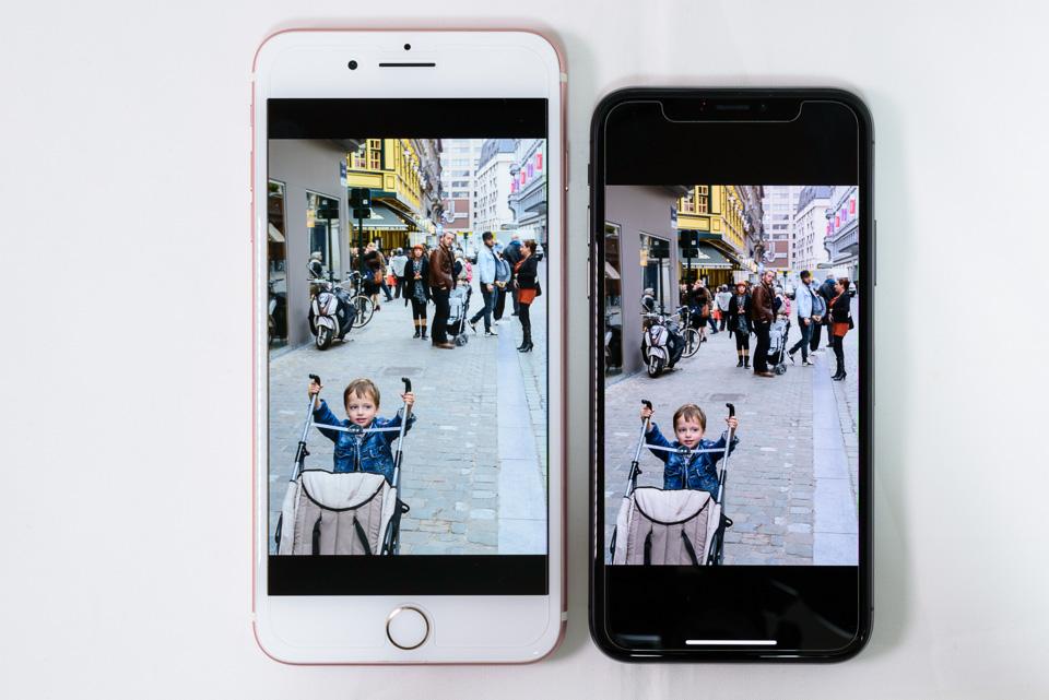 iPhone 7 Plus vs. iPhone X: したり顔: True Tone: OFF