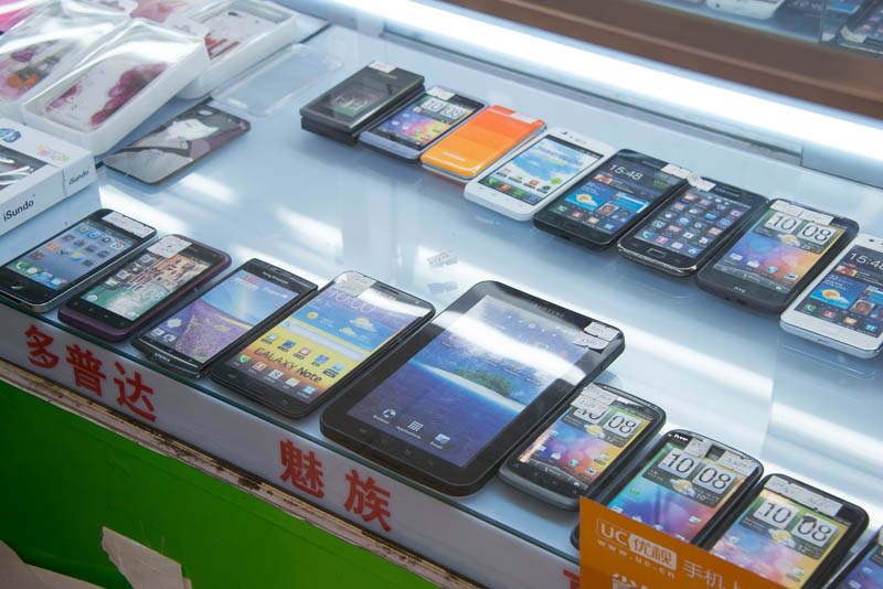 中国のショッピングモールで売られている Android