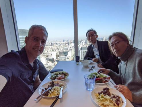渋谷ストリーム 35F: カフェテリアで Alberto と